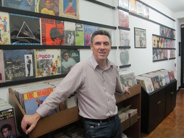 Celso possui 18 mil discos de vinil em sua loja no Centro de SP (Foto: Letícia Macedo/ G1)