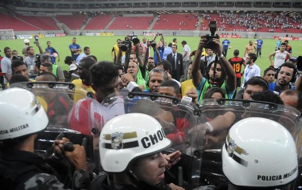 Náutico x Sport - confusão entre Lisca e Neto Baiano (Foto: Aldo Carneiro/ Pernambuco Press)