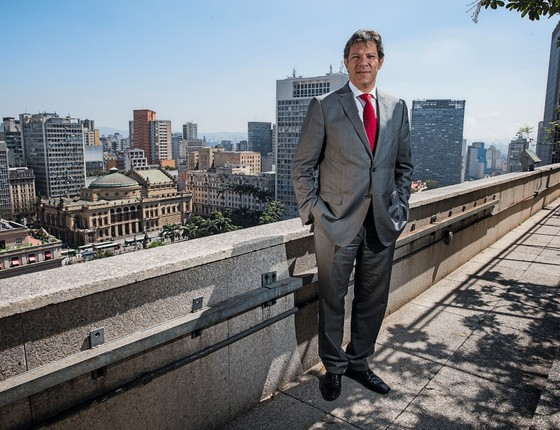 SOBREVIVENTE Fernando Haddad, ex-prefeito de São Paulo. Aos 54 anos,  ele é um dos poucos políticos de sua geração que podem resistir ao descrédito da política (Foto: Eduardo Knapp/Folhapress)