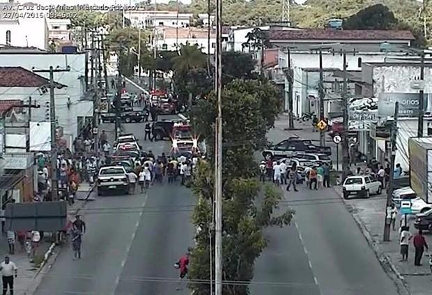 Por causa da ação da polícia, a avenida Cruz das Armas foi fechada e o trânsito está sendo desviado pela Semob (Foto: Divulgação/Semob-JP)