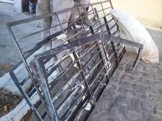 Grades foram arrancadas pelos presos de Santa Cruz nesta quinta (Foto: Cedida)