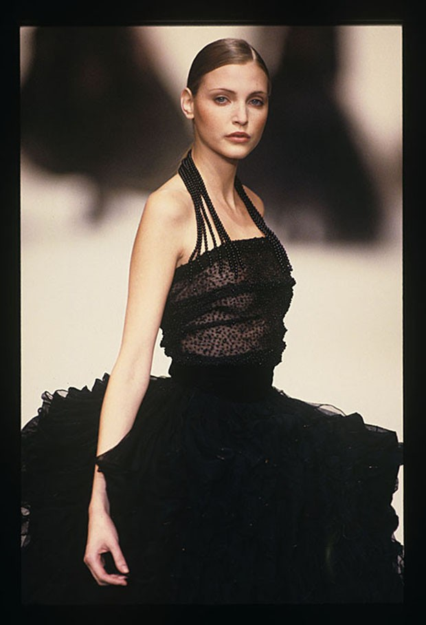 Romeo Gigli, autumn/winter 1993. (Foto: CATWALKING)