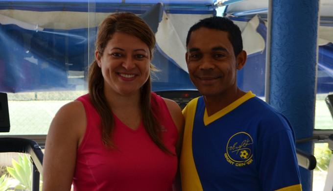 Elivélton toca a escolinha e a academia ao lado da esposa Josélia (Foto: Tiago Campos)