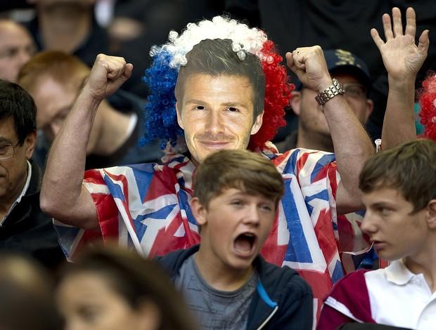 Torcedor de Beckham, Grã-Bretanha x Emirado Árabes  (Foto: Agência AP)