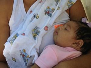 Mães de bebês com microcefalia enfrentam distância, cansaço e maratona de exames (Foto: Divulgação / BBC)