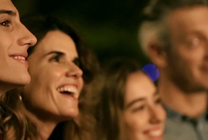 A família da Silvia amou o jantar preparado perto da casa dela (Foto: Divulgação/Coca-Cola)