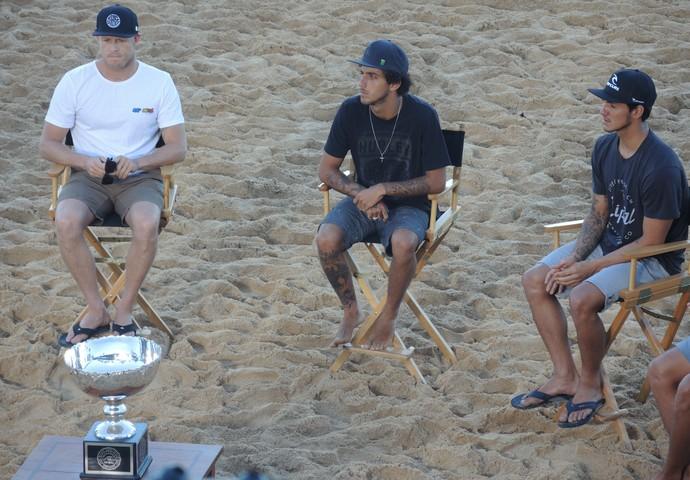 Mick Fanning, Filipe Toledo e Gabriel Medina em entrevista no Havaí (Foto: David Abramvezt)