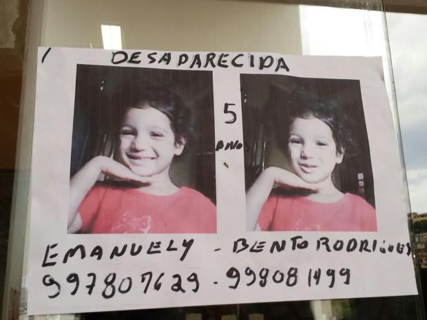 Emanuely, de 5 anos, está desaparecida após rompimento de barragem em Mariana (Foto: Raquel Freitas/G1)