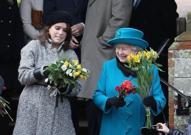 Princesa Eugenie com a avó, a Rainha Elizabeth II (Foto: Getty Images)