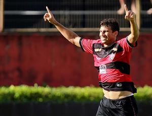Neto Baiano gol Vitória (Foto: Felipe Oliveira / Ag. Estado)