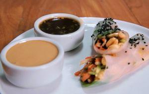 Rolinho de verão com folha de arroz, vegetais e molho cremoso: receita da Bela Gil