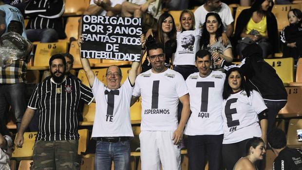 torcida homenagem Tite Corinthians x Internacional (Foto: Marcos Ribolli / Globoesporte.com)