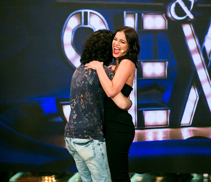 Bruna abre sorrisão no palco (Foto: Isabella Pinheiro/Gshow)