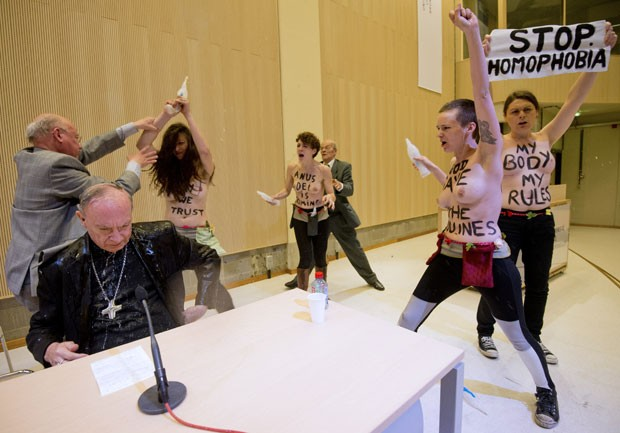 Arcebispo Andre-Joseph Leonard não reagiu ao ataque (Foto: Benoit Doppagne/Belga/AFP)