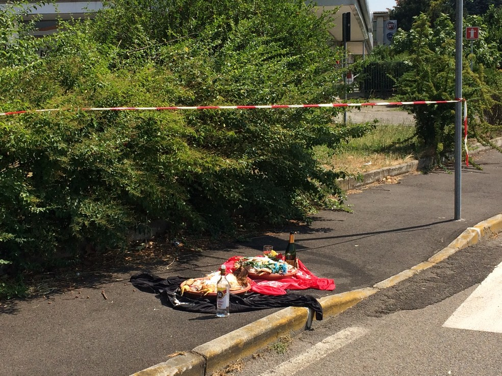Restos da oferenda encontrados em Milão (Foto: Il Notiziario.net/Simone )