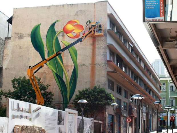 Intervenções urbanas, feitas por artistas curitibanos e que divulgam a realização do fórum, podem ser vistas pela cidade (Foto: Cesar Brustolin/SMCS)