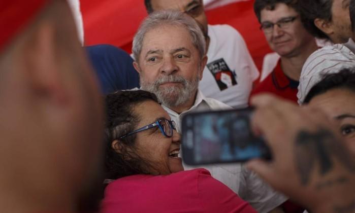 Lula em manifestação contra o impeachment neste sábado