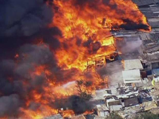 Incêndio na Zona Sul (Foto: Reprodução/TV Globo)