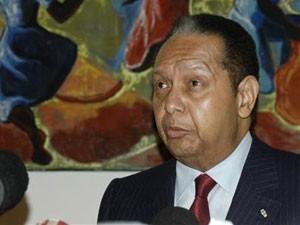 O ex-ditador haitiano Jean-Claude Duvalier, o 'Baby Doc', fala a jornalistas em Porto Príncipe, no dia 21 de janeiro (Foto: St-Felix Evens/Reuters)