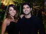 Com o namorado, Mariana Rios exibe novo visual em evento