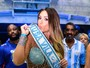 Nicole Bahls usa look sensual para evento na Vila Isabel