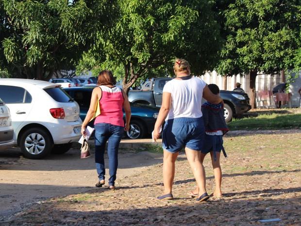 Criança que prestou depoimento na DPCA saiu acmpanhada  (Foto: Ellyo Teixeira/ G1)
