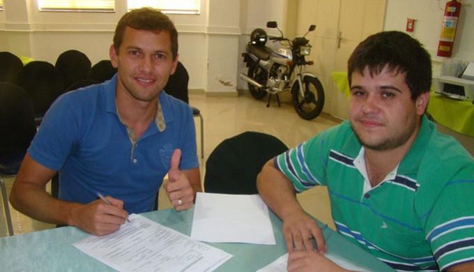 Atacante Luiz Eduardo, da Caldense, assina com o Boa Esporte (Foto: Edmar Mariano / Assessoria Comunicação Boa Esporte)