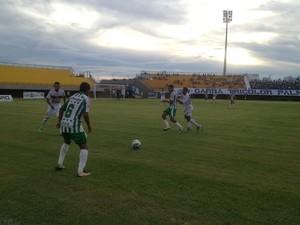 Partida terminou em 2 a 2, no estádio Nilton Santos, em Palmas (Foto: Vilma Nascimento/GloboEsporte.com)