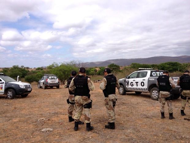 Policiais militares continuam buscas pelos criminosos na zona rural de Major Sales (Foto: Capitão Inácio Brilhante)