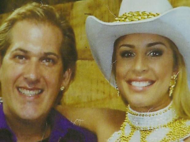 Marcelo Ortale ao lado da atriz Grazi Massafera vestida de rainha do rodeio (Foto: Reprodução/EPTV)