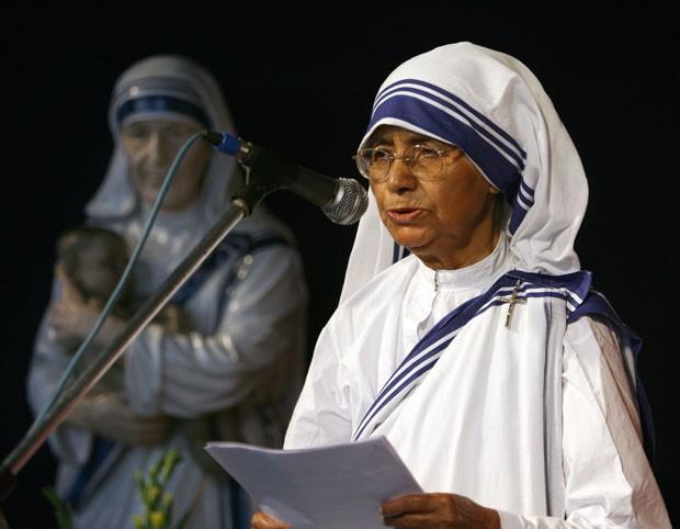 A irmã Nirmala Joshi, sucessora da Madre Teresa de Calcutá na ordem das Missionárias da Caridade, em foto de março de 2007 (Foto: Deshakalyan Chowdhury/AFP)