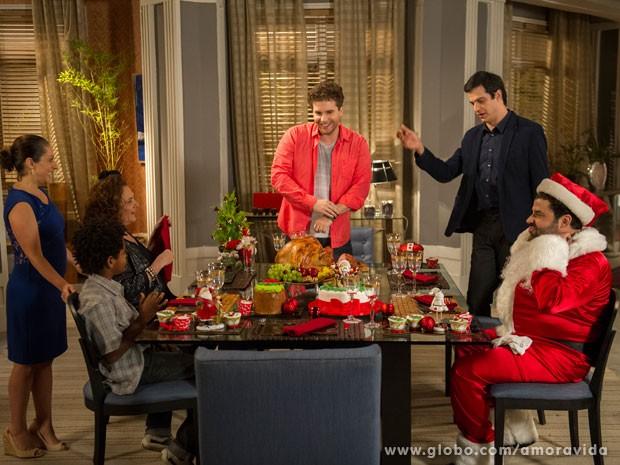 Félix passa o Natal com Niko e ainda consegue levar Márcia (Foto: TV Globo/Estevam Avellar)