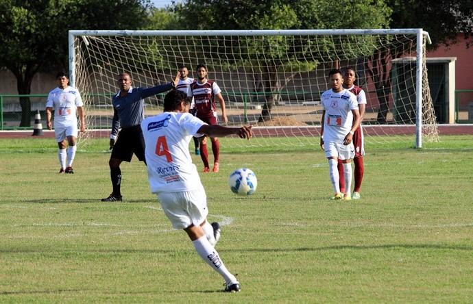 Náutico-RR tentou reação no segundo tempo com jogadas na área e lances individuais (Foto: Imagem/Tércio Neto)