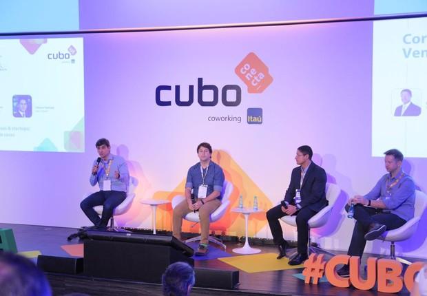 Fabiano Sant'ana, da Saint-Gobain, Paulo Costa, da Accenture, Lineu Marinho, do Itaú Unibanco e Flavio Pripas, do Cubo (Foto: QUADRA2)