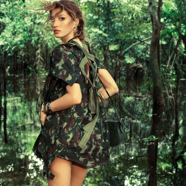 Gisele Bündchen fotografada na Floresta Amazônica (Foto  Jacques Dequeker Vogue  Brasil) 0641867e6f