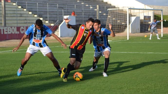 Globo FC x Porto-PE (Foto: Jocaff Souza/GloboEsporte.com)