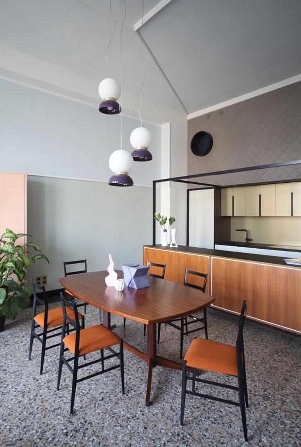 Décor do dia: geometria vintage na cozinha (Foto: CAROLA RIPAMONTI/DIVULGAÇÃO)