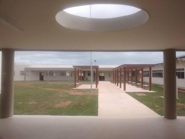 Prédio da Escola Municipal Otávio Soares será inaugurado oficialmente na manhã desta quinta-feira (6). (Foto: Diego Souza/G1)