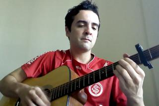 Torcedor cria versão colorado da música 'Beijinho no Ombro' de Valesca Popozuda (Foto: Reprodução/RBS TV)