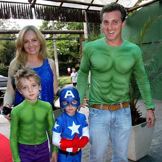 Angélica e Luciano Huck com os filhos (Foto: Claudio Andrade)