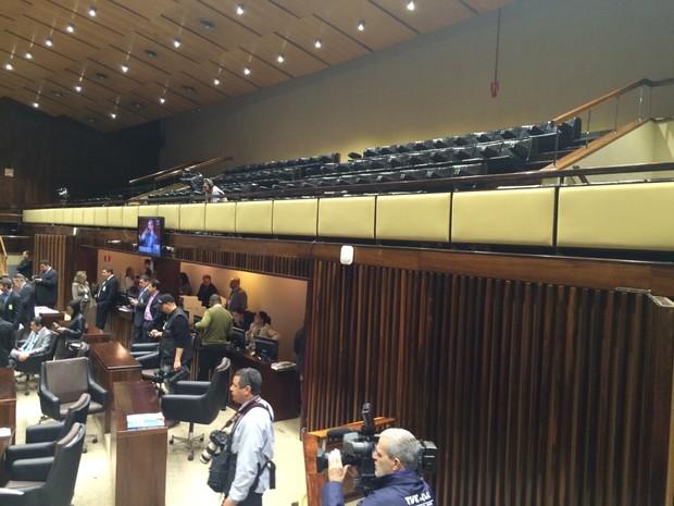 Sessão é realizada sem a presença de público na Assembleia do RS (Foto: Jonas Campos/RBS TV)