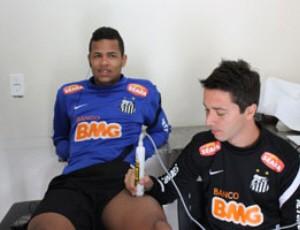 Geuvânio realiza fisioterapia (Foto: Bruno Giufrida / Santos FC)