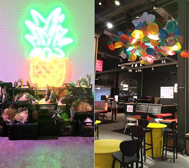 Decoração divertida no Píer Mauá: abacaxi de neon e de verdade na entrada do evento e luminária feita com escorredores e outros utensílios de cozinha (Foto: Patricia Oyama/Editora Globo)