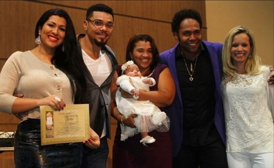 Naldo e Moranguinho batizam filha (Foto: Instagram / Reprodução)