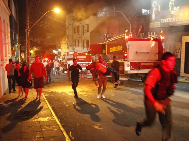 O incêndio foi na boate Kiss, em Santa Maria, na Região Central do Rio Grande do Sul (Foto: Germano Roratto/Agência RBS)