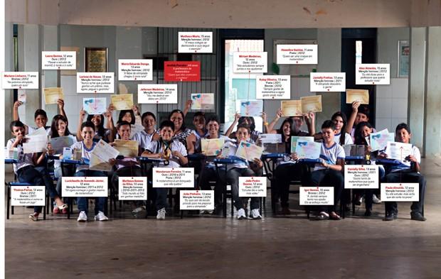 Grupo de alunos da cidade de Paulista, premiados nas olimpíadas de matemática. Clique na imagem para ampliar (Foto: Manoel Marques Neto)