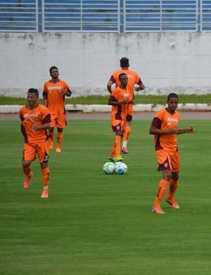 Atletas do Boa Esporte antes do jogo-treino: mistério cerca preparação para o Mineiro (Foto: Tiago Campos)