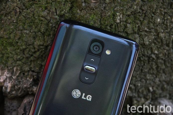 LG G2 traz design diferenciado, com botões somente na traseira (Foto: Luciana Maline/TechTudo)