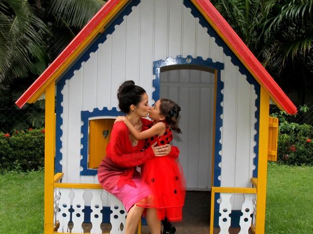 Maytê Piragibe e a filha, Violeta, em festa no Rio (Foto: Daniel Delmiro/ Ag. News)