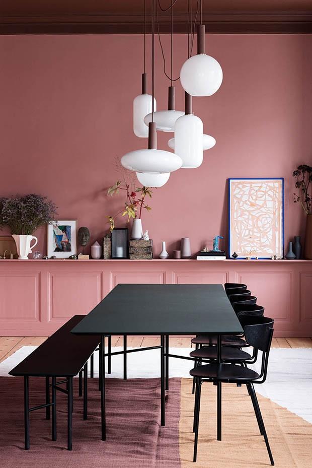 Décor do dia: sala de jantar rosa com móveis pretos (Foto: reprodução)